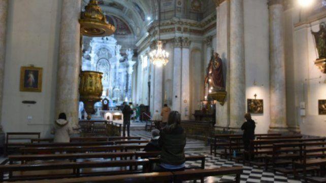 Desde el Arzobispado de Rosario pidieron a las capillas y parroquias que se mantengan los protocolos durante las ceremonias del fin de semana.
