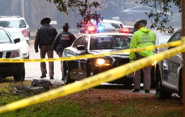 El hombre le disparó al policía por la espalda y lo asesinó.