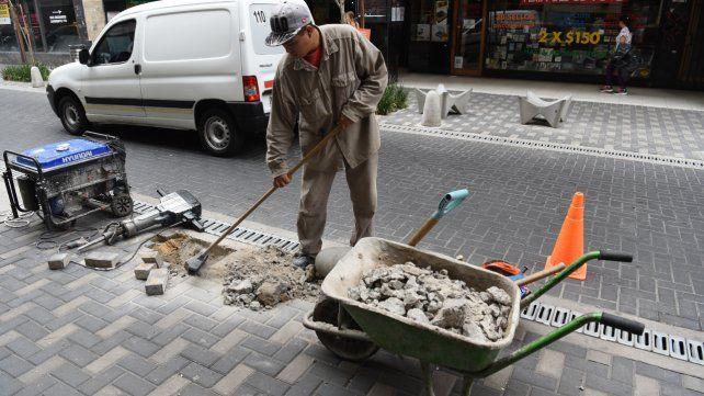Al modificar el piso de calle Sarmiento en pleno centro