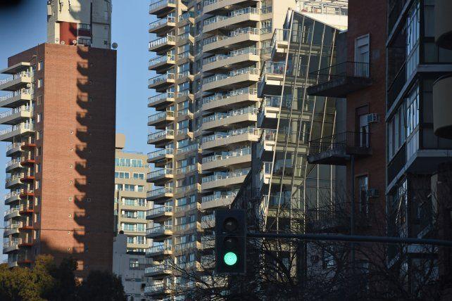 Edificios del centro de la ciudad carecen de conexión eléctrica.
