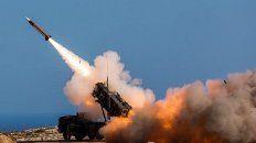 Misil Patriot saudita en acción contra los misiles y drones de los hutíes.