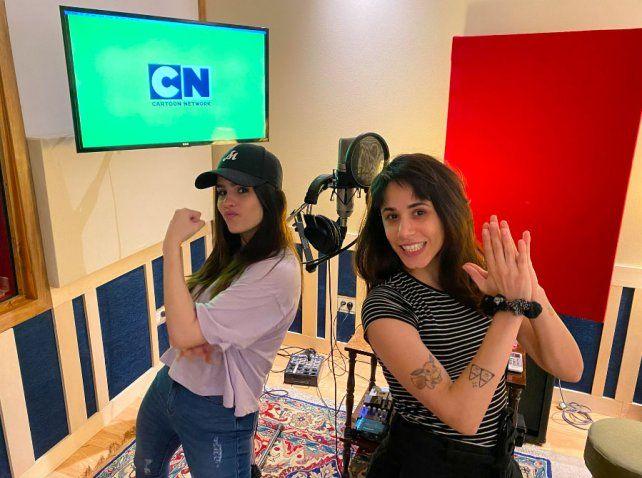 La creación de Ana Oly (derecha) saltó de Facebook a la TV.