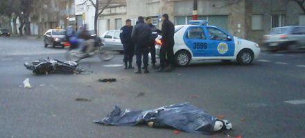 Un motociclista murió tras ser atropellado por un colectivo en Rueda y Entre Ríos