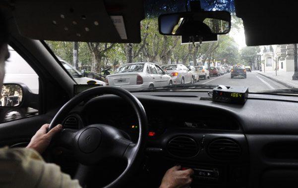 Malestar. Choferes reclaman el retiro del dinero en efectivo de los taxis.