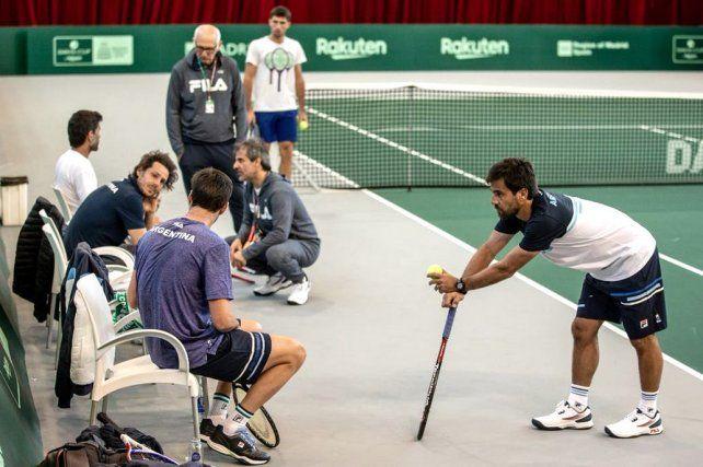 El equipo argentino de Copa Davis entrena y espera