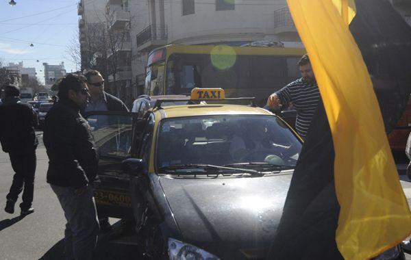 Tensión. Taxistas enfrentaron a colegas en piquetes realizados en distintos puntos de la ciudad. (Foto: Néstor Juncos)