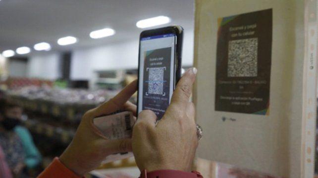 El pago en efectivo bajó y creció el pago por medios como el QR.