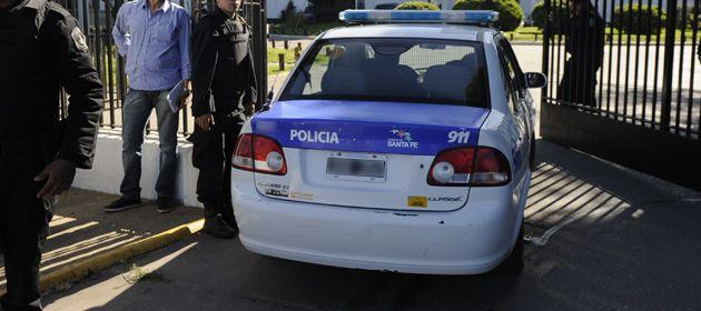 Los policías detuvieron al auto en la zona sur de Rosario.