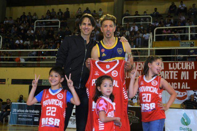 Amigos son los amigos. Fernández junto a Boccia y sus hijos