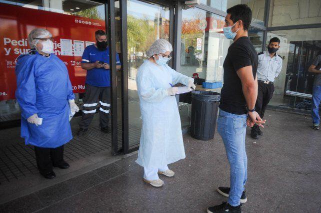 Los dos casos de la variante Delta se detectaron en los testeos del aeropuerto de Ezeiza