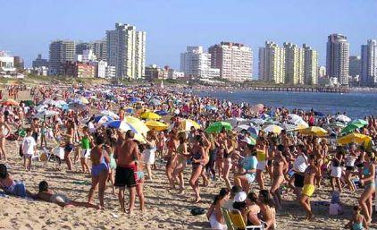 Veranear en Punta será más caro: el peso argentino se devalúa casi 20% en Uruguay