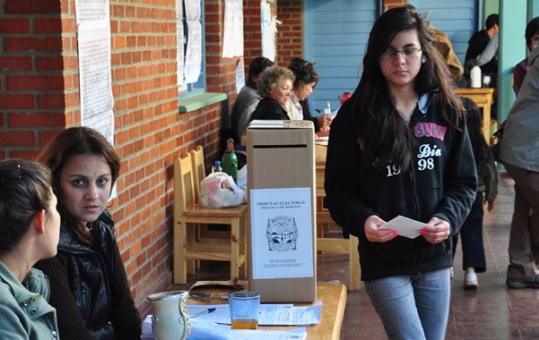 Primer voto. Los jóvenes podrán votar diputados desde los 16 años.