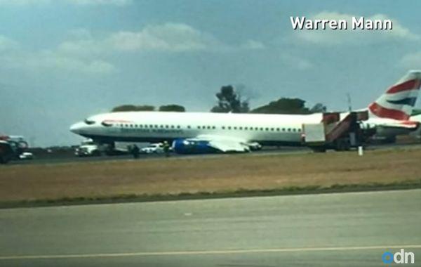 Pánico entre los pasajeros de un avión tras el colpaso del tren de aterrizaje cuando tocó pista