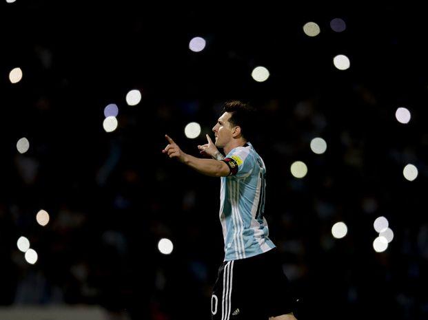 Todos los flashes para Messi