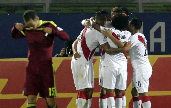 Festejo peruano. Ahora todos en el grupo C de la Copa América tienen tres puntos.