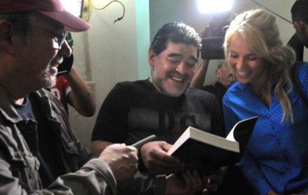 Maradona y Rocio estuvieron despuès del concierto con el cantautor.