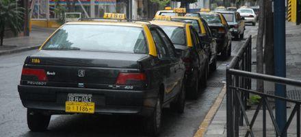 Los titulares de taxis insisten con el aumento por el gran deterioro tarifario