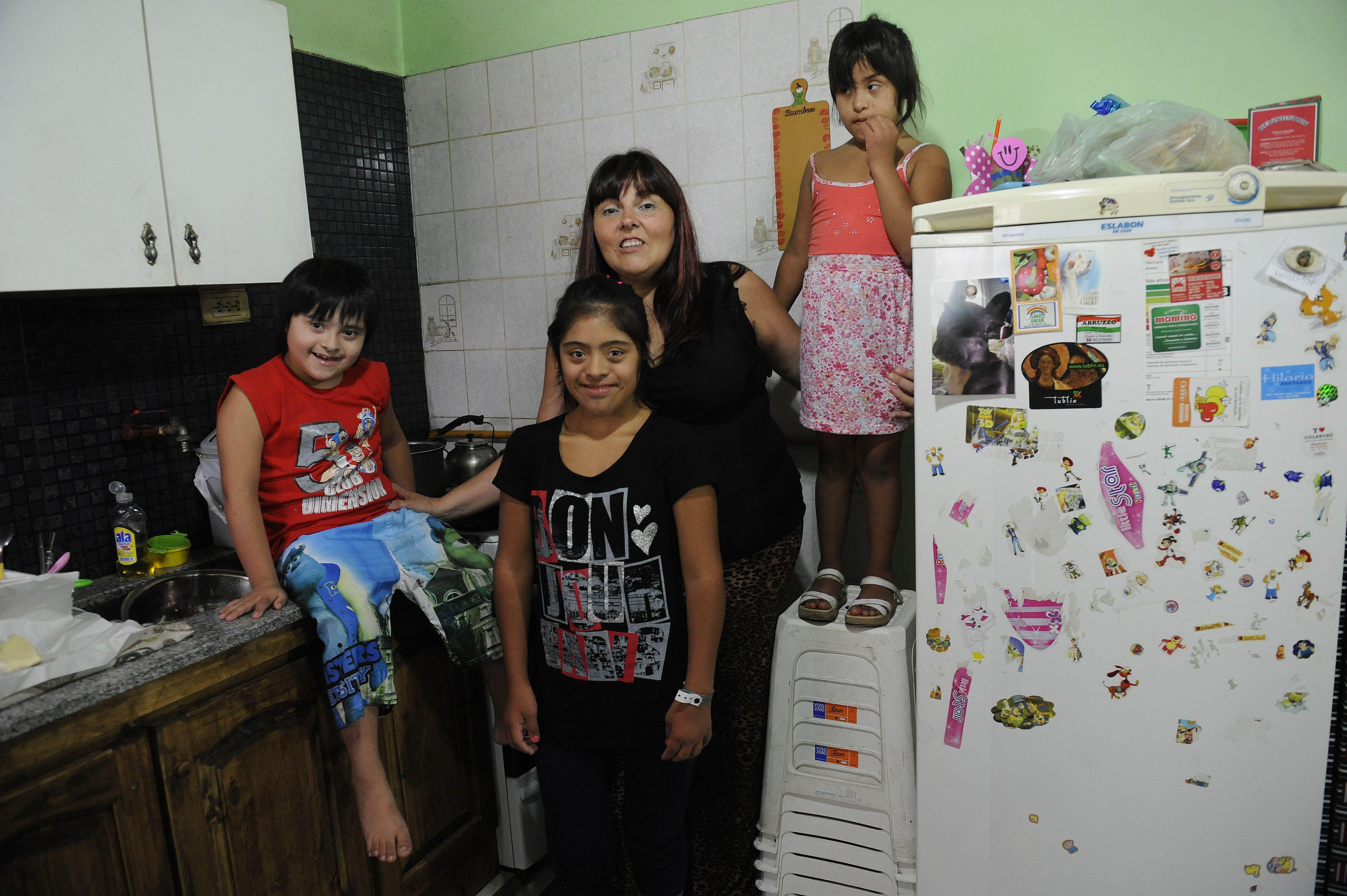 Luchadora. Alicia no descarta ir a la Justicia en pos de la asistencia a dos de sus tres hijos con síndrome de Down. (H.Rio)