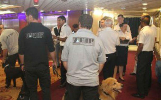 Operativo. La requisa fue hecha por 20 inspectores que usaron perros para detectar narcóticos.
