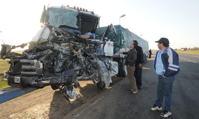 Un muerto y un herido grave en choque múltiple en la autopista a Buenos Aires, entre Fighiera y Pavón