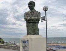 Vándalos destruyeron el monumento de Olmedo en Mar del Plata