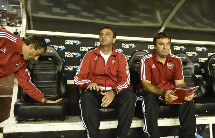 La primera vez de Diego Osella en el banco leproso. (Foto: Héctor Río)