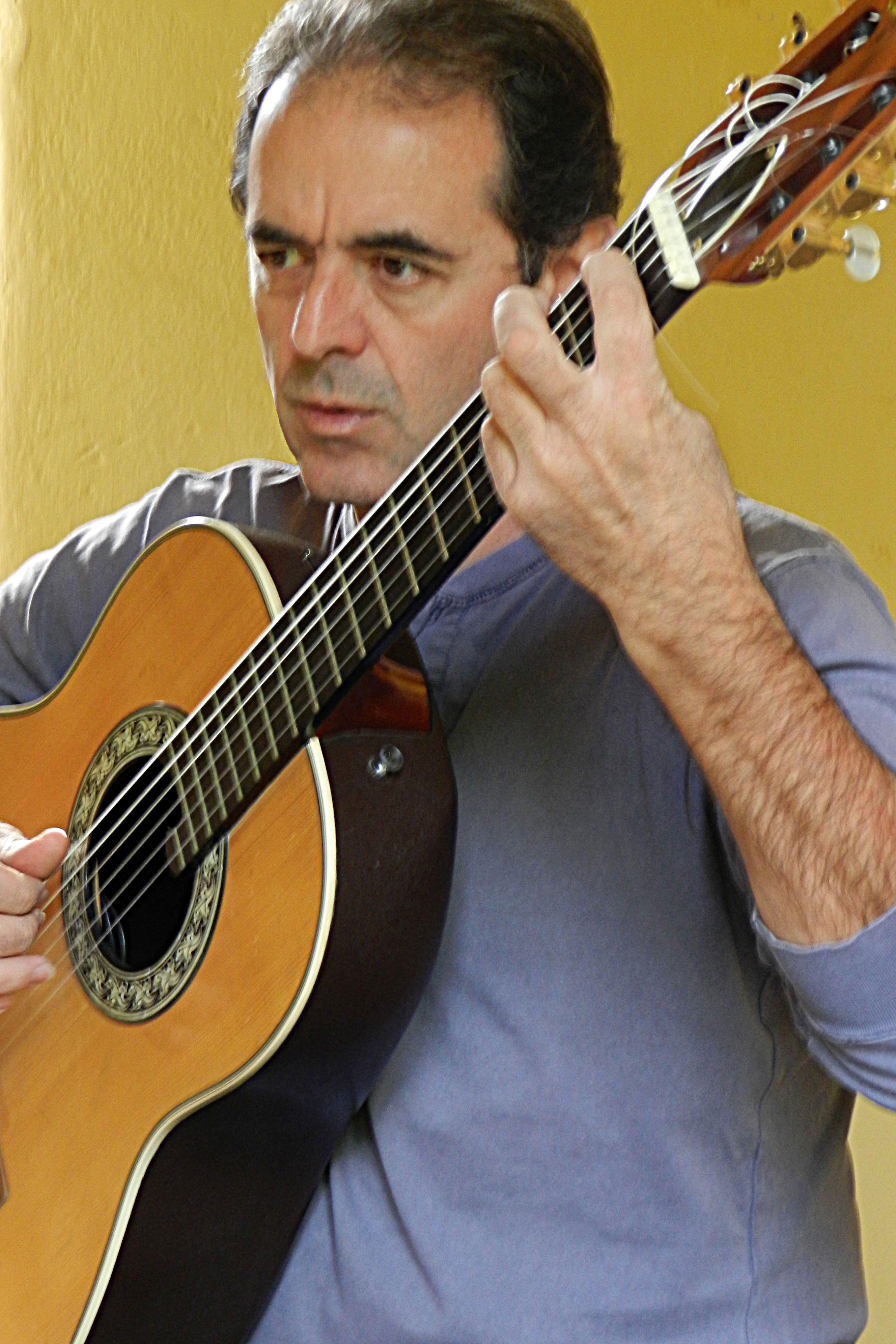 Local. El cantante Jorge Fandermole.