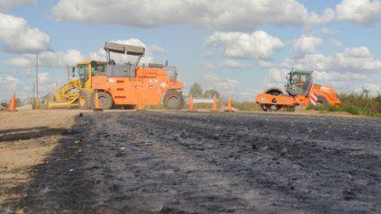 Ruta 33. Los trabajos de reparación de la cinta asfáltica fueron anunciados por el gobernador Omar Perotti, con un presupuesto de 14.700 millones.