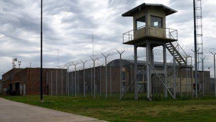 Un empleado de la cárcel de Piñero intentó ingresar con celulares, marihuana y cocaína