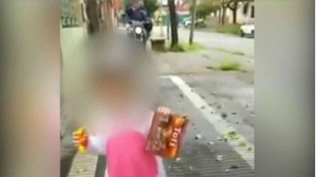 Grababa un video con su hija cuando aparecieron dos ladrones en moto