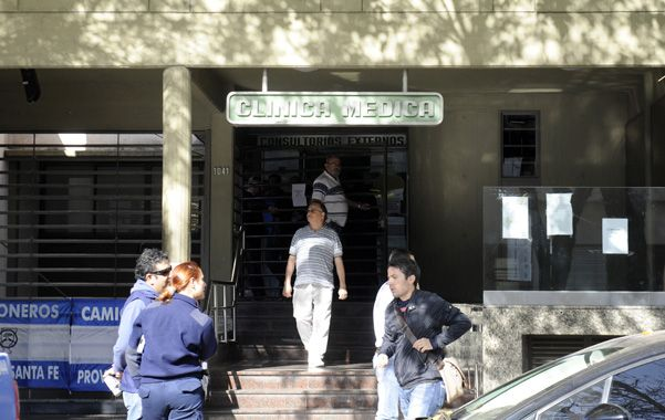 Máxima tensión. La intervención nacional aún no pudo desembarcar en la sede ubicada en Pasco al 1000. (foto: Silvina Salinas)