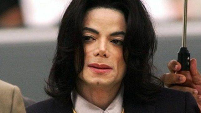 Aseguran que Michael Jackson estaba pelado y era piel y hueso