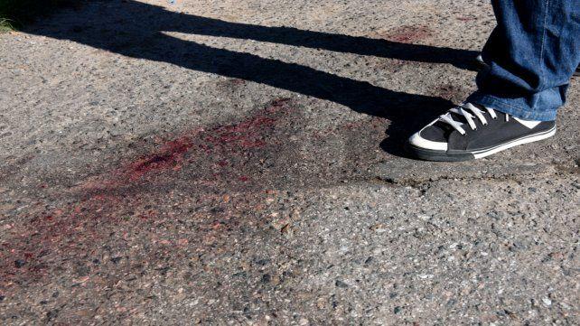 Una mancha de sangre quedó en el lugar donde cayó asesinado Armanino en abril de 2018.