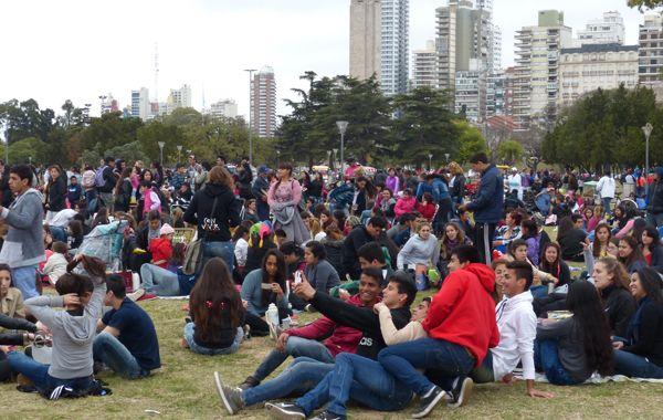 La gente volvió a responder a la convocatoria por el Día de la Primavera. Foto: Angel Amaya