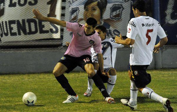 El partido se jugó en barrio Ludueña y al final hubo gresca. (Foto: N. Juncos)