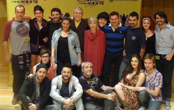 Todo el staff del musical escrito por el periodista rosarino Osvaldo Bazán.