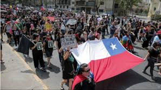 Chile: protestas en el día que debía hacerse el referendo constitucional
