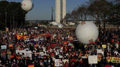 La marcha de Brasilia, una de las mayores del país. Hubo protestas similares en al menos 52 ciudades del país.