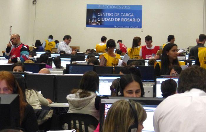 La actividad en el Centro de Cómputos en la sede local de Gobernación era hoy muy intensa.
