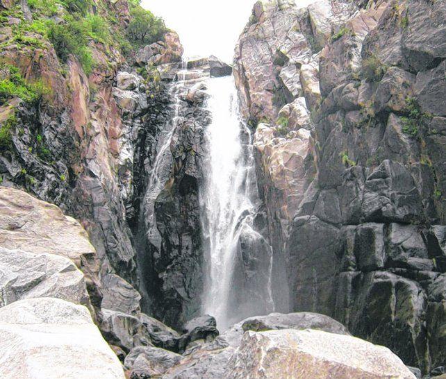 Belleza natural. La caída de agua tiene una hoya de 30 metros de diámetro y varios de profundidad