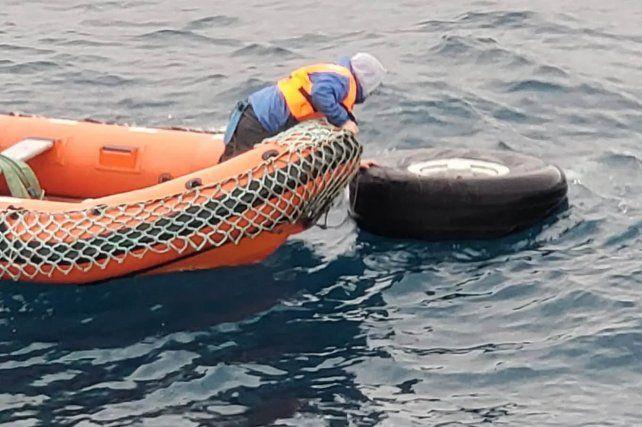Hallan restos humanos donde se perdió el avión chileno