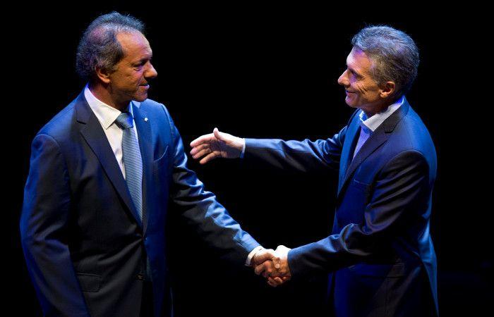 Scioli vs. Macri en el debate. El presidente le hizo un guiño al exgobernador bonaerense.
