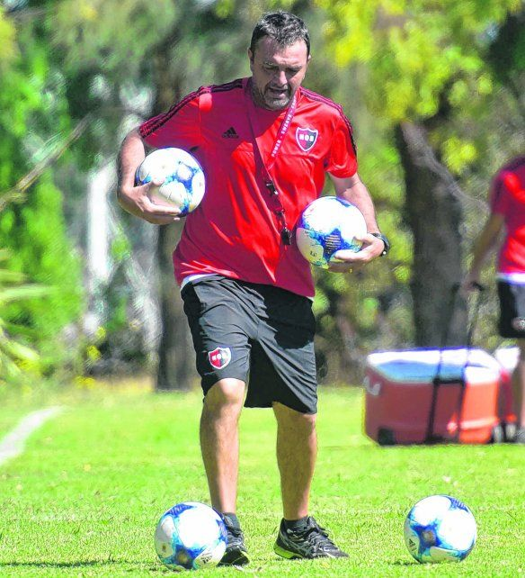 De prueba. Osella ya tiene el equipo para el torneo y quiere ensayar ante Colón otras alternativas.