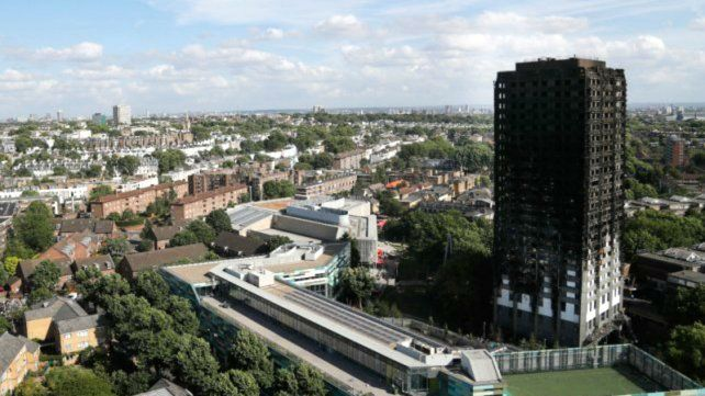 Ascienden a 58 las víctimas por el incendio de un edificio en Londres