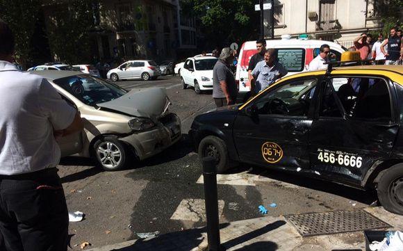 Así quedaron ambos vehículos tras impactar en Oroño y Urquiza.- (Foto: Tránsito Rosario - Twitter)