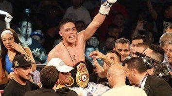 Castaño, de 31 años, nacido y residente en Isidro Casanova, en el Gran Buenos Aires, ya fue campeón superwelter pero de la Asociación Mundial de Boxeo (AMB), título al que renunció.