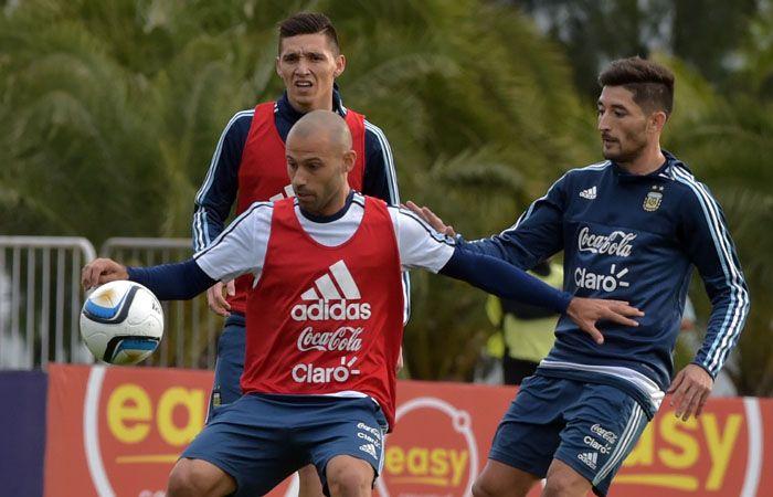 Mascherano y Casco en la práctica en el predio de la AFA en Ezeiza.