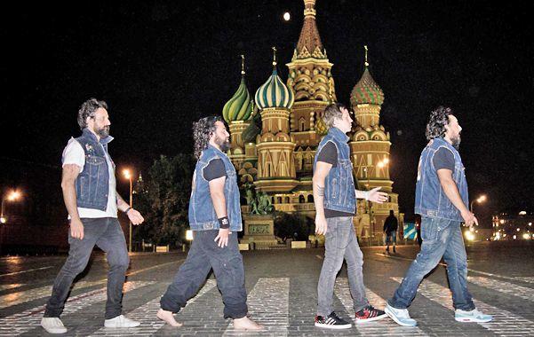 El cuarteto no retirará el polémico tema del repertorio que lleva a Estados Unidos. Enojo en la comunidad gay.