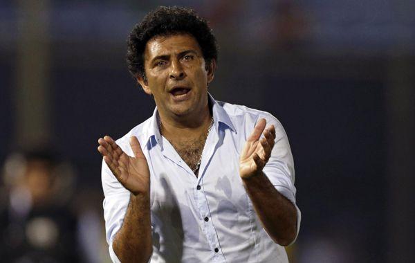 El negro Astrada dejó de ser el técnico del conjunto paraguayo.