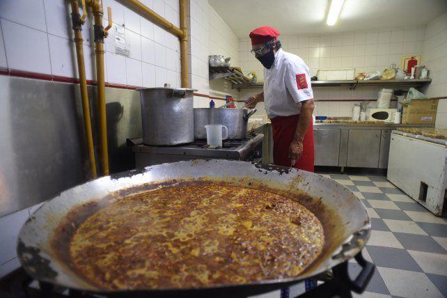 El Centro Navarro y sus tradicionales tortillas ya están saliendo para todos los rosarinos.